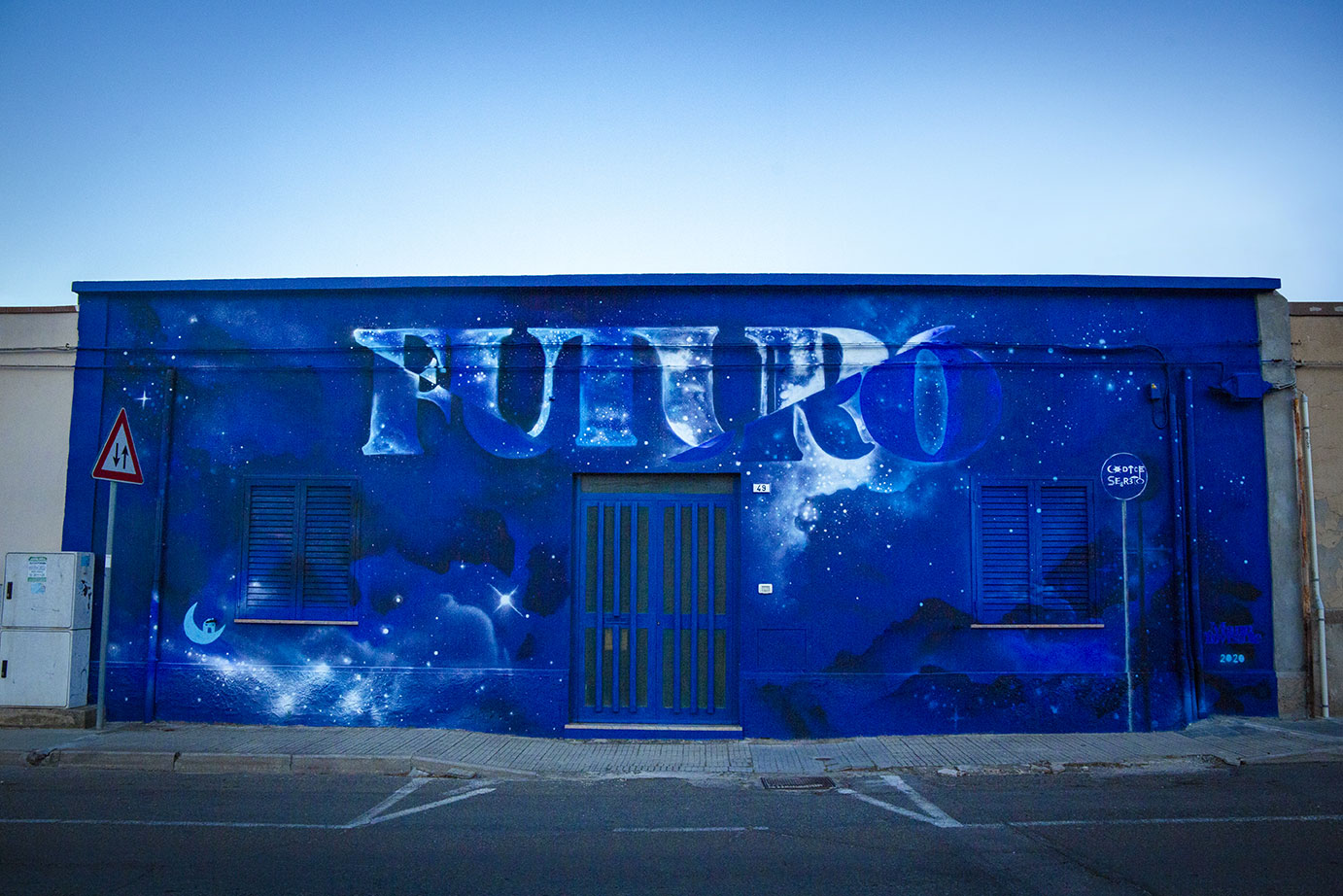 ''Futuro'' Spray and quartz paint on wall 12 x 4 m Casa Futuro S.Teresa Pirri 2020