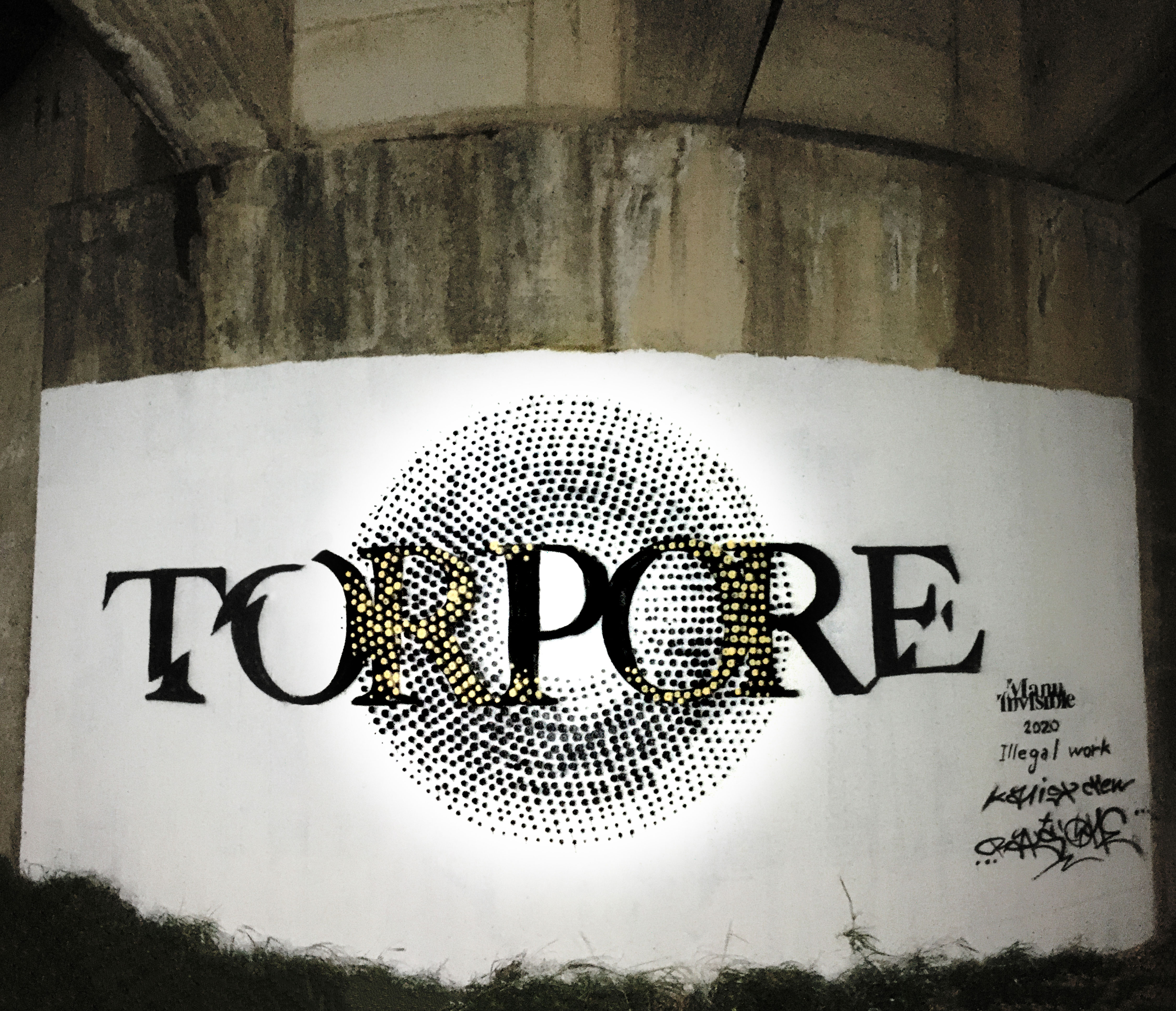 ''Torpore'' Quartz and spray paint on wall 8 x 4 m s.s. 131 Serrenti 2020
