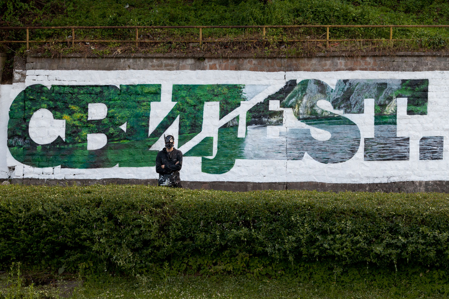 ''CBИJEST'' Spray and exterior paint on wall 4 x 22 m Srebrenica 2017